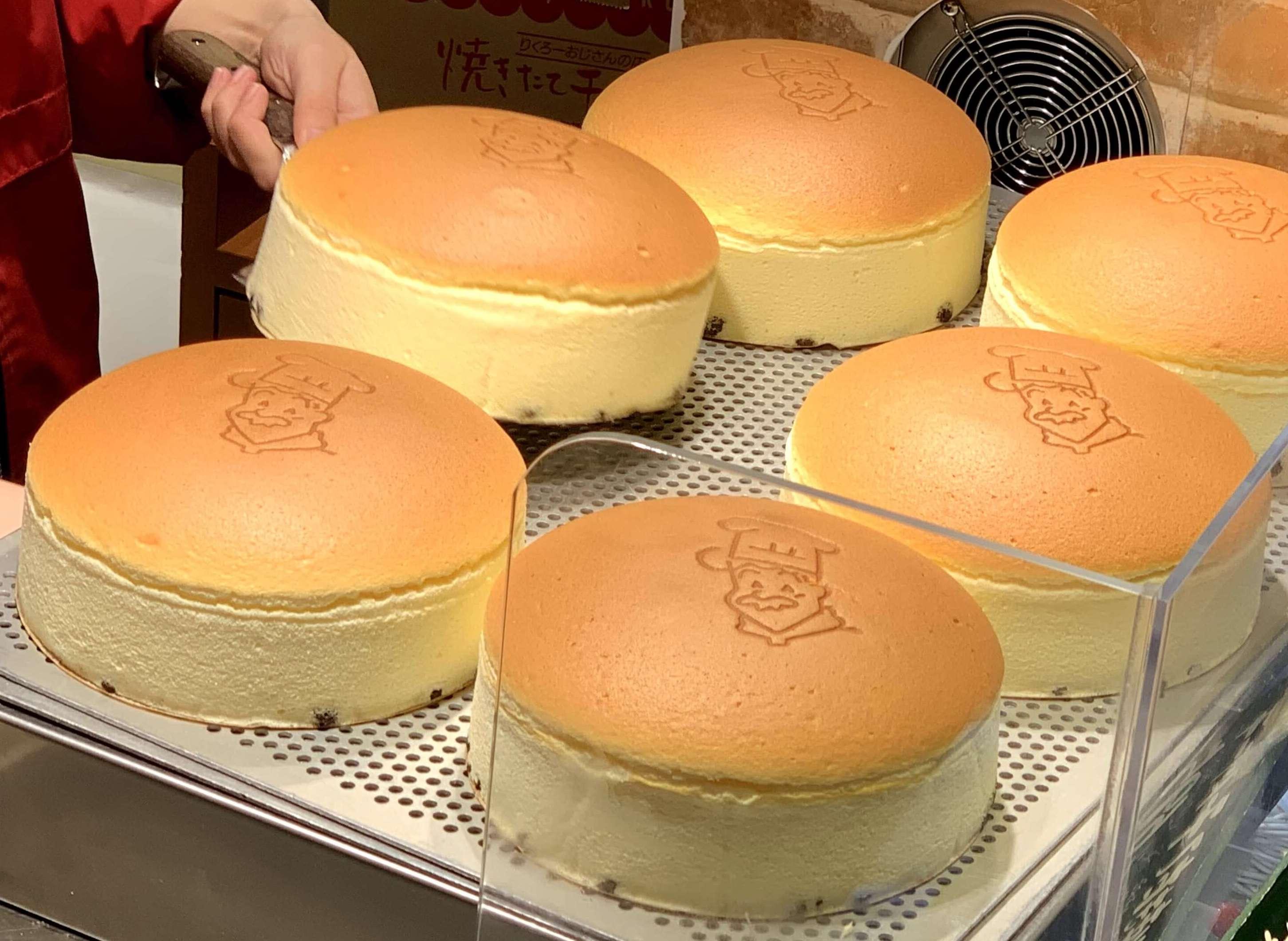 最強のふわふわ感】りくろーおじさんのチーズケーキ!驚愕の美味しさ! | 何でもプラス思考